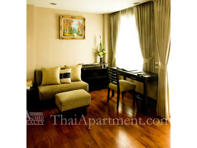 Royal Suite Residence image 6