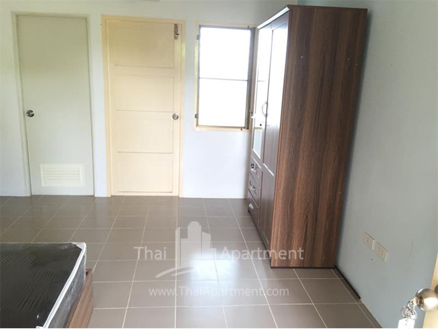 Charoentham Apartment image 7
