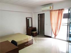 Chaninpoonsap Mansion image 1