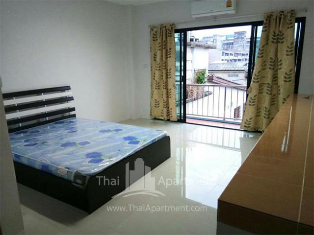 Room fer rent on dindaeng-ratchada rd. image 2