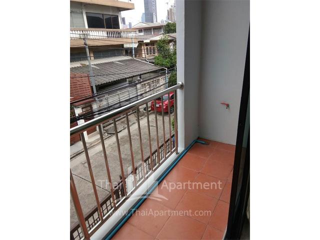 Room fer rent on dindaeng-ratchada rd. image 4