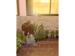 Mine Sasri Apartment image 6