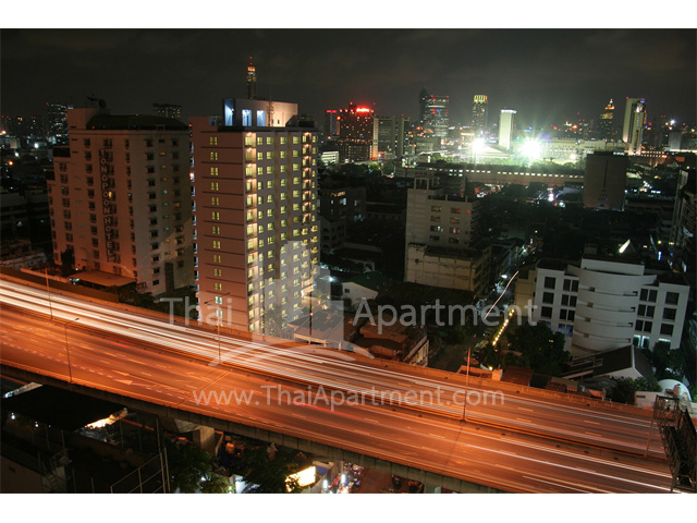 ParkLand Residence RongMuang image 2
