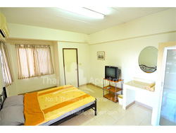 Modern Place Apartment image 1