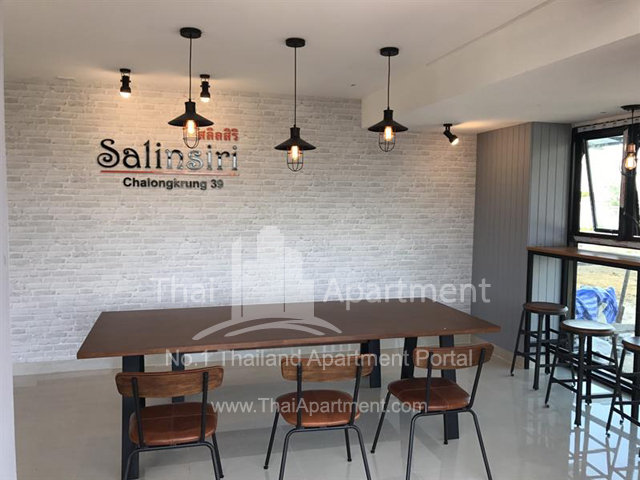 Salinsiri Apartment image 6