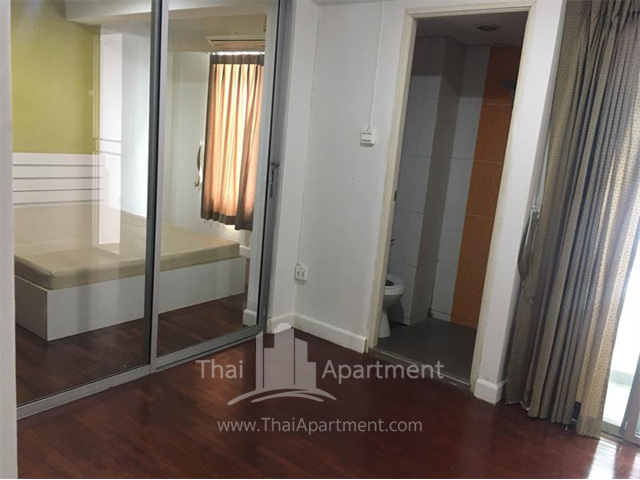 First view Apartment image 4