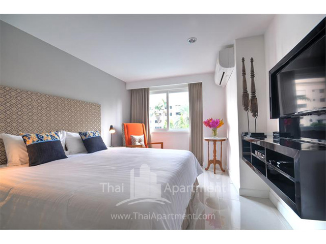 Park Saladaeng Serviced Apartments image 1