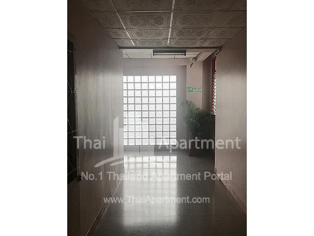 Sakon Apartment image 6