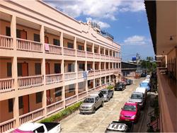 Petcharat Apartment image 2