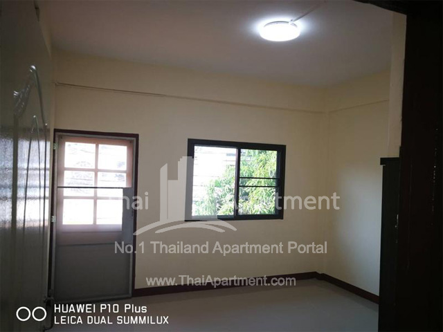 33 Apartment image 2